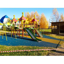 5 октября залили резиновым покрытием детскую площадку в п.Павловка Нуримановский район.